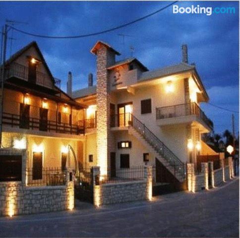 Apartamento con terraza y conexión a internet en Eleonas. ¡Aire acondicionado!