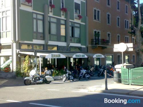 Zona centro en Tirano para dos personas.