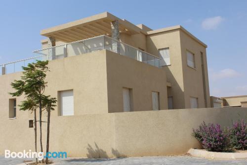 Gran apartamento de dos habitaciones en Midreshet Ben Gurion