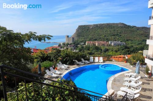 Stay in Kavarna with terrace and wifi