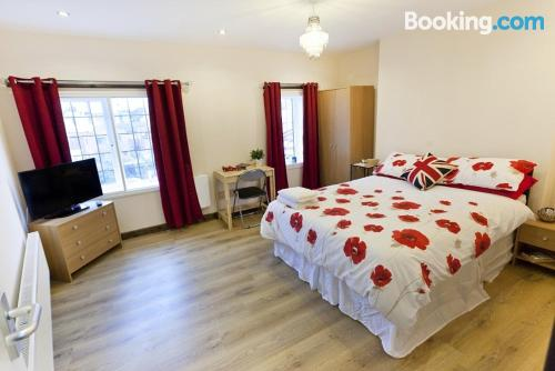 3 bedrooms place in Nottingham with internet.