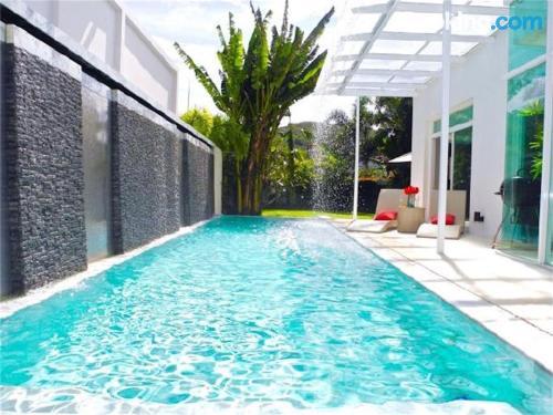 Apartamento con piscina y internet