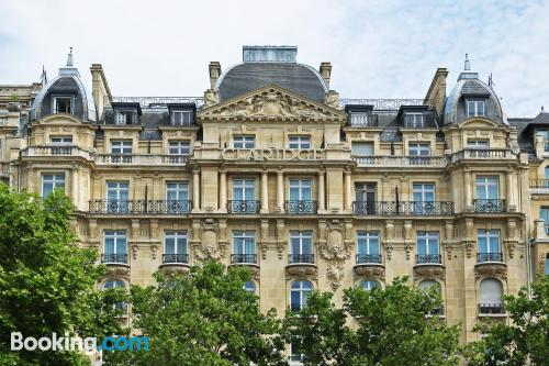 1 bedroom apartment in Paris with internet and terrace