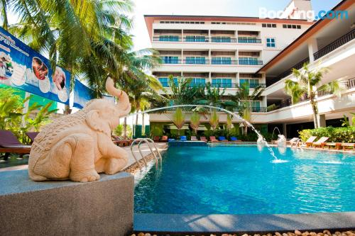 Apartamento con wifi, terraza y piscina