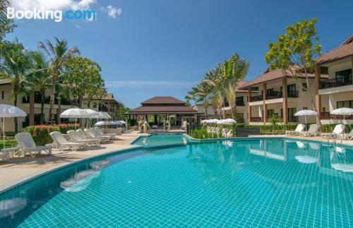 Apartamento con terraza y internet en Khao Lak y piscina