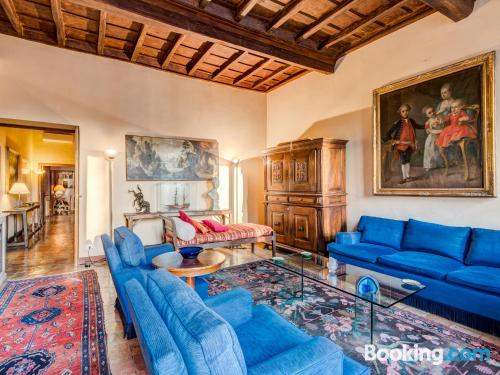 2 bedrooms apartment in perfect location of Rome.