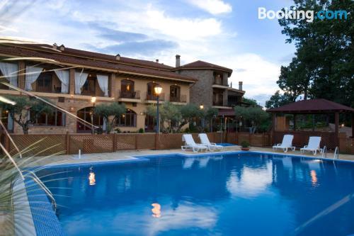 Buena ubicación con piscina en Jarandilla de la vera y vistas