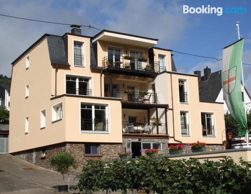 Práctico apartamento dos personas ¡Con terraza!