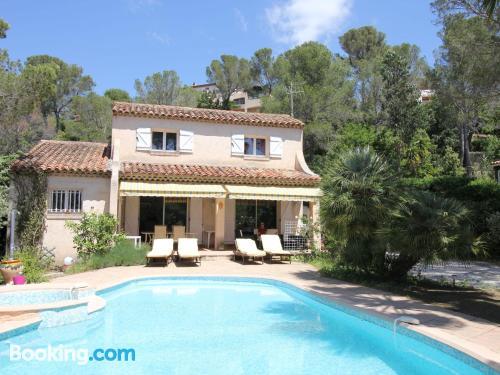 Appartamento con terrazza, a Boulouris-sur-Mer