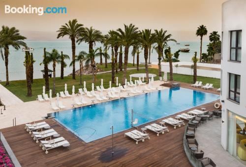 Stay cool: air place in Tiberias for two