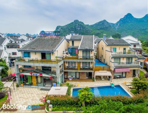 Apartamento con piscina en Guilin.