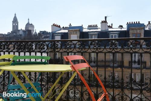 Monolocale. Parigi per voi!