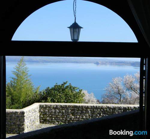 Comfy, perfect location. Bracciano at your feet!