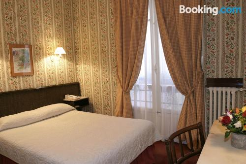 Amazing location with air in Paris. Sleeps couples