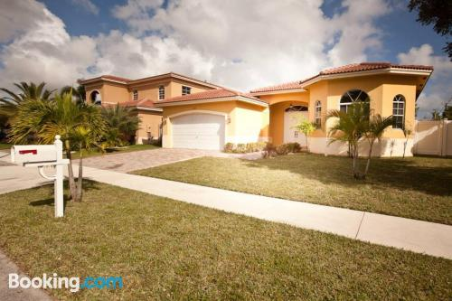 Home in Aventura with heating