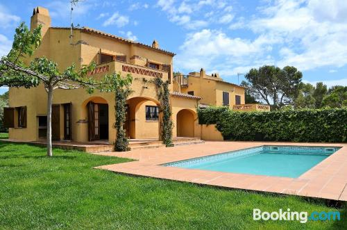 Large place in Torroella de Montgrí. Ideal for six or more