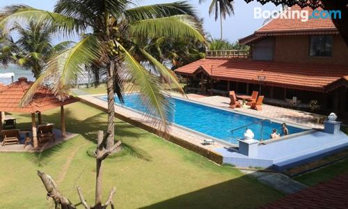 Stay cool: air-con apartment in Wadduwa great for two