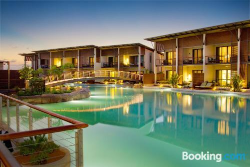 Apartamento con piscina y conexión a internet