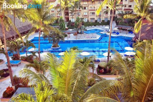 Apartamento con piscina con vistas.