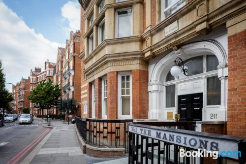 2 room place in London. Kid friendly