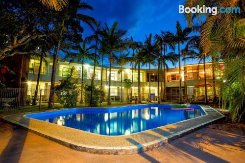 Apartamento de una habitación en Coffs Harbour con piscina y vistas