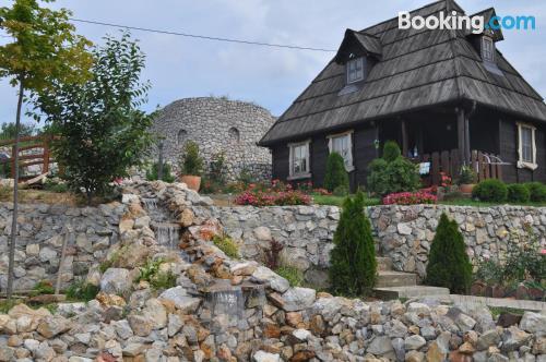 Apartamento con vistas y conexión a internet en Vrdnik. Acogedor y en buena ubicación