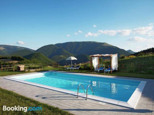 Apartamento con piscina en Cagli