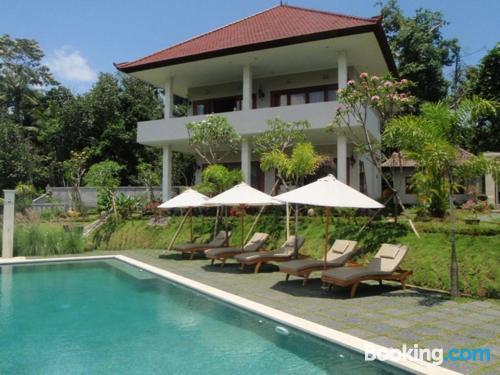 Apartamento en Sidemen con piscina