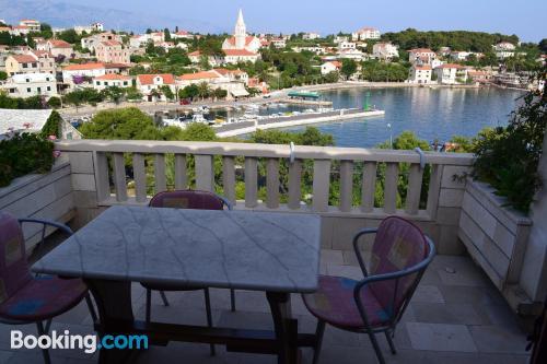 Apartamento bien ubicado con terraza ideal para cinco o más