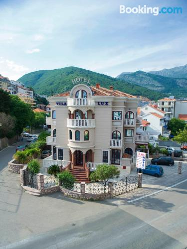 Apartment for 2 people in Budva. Be cool, there\s air!