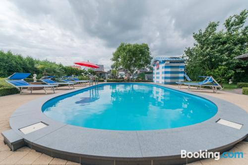 Apartamento con piscina, conexión a internet y vistas