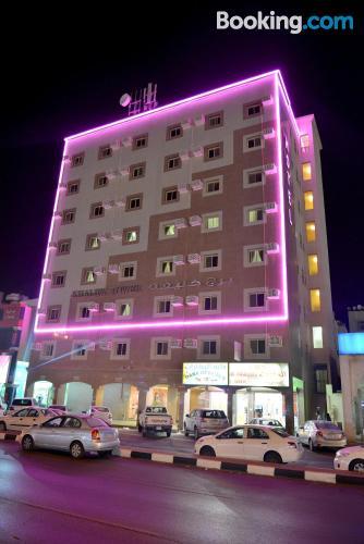 Cómodo apartamento en Al Jubail. ¡Conexión a internet!