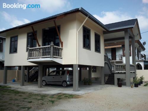 Apartamento de tres habitaciones con aire acondicionado