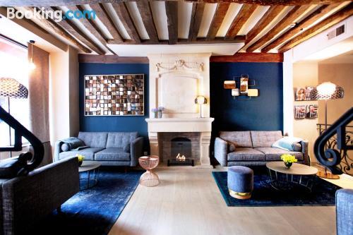 Apartment for couples in Paris. Internet!