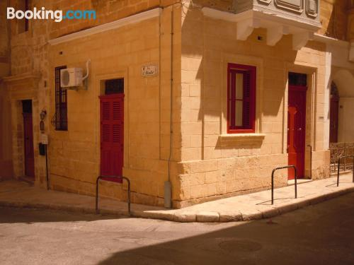 Stay cool: air-con apartment in Birgu with terrace
