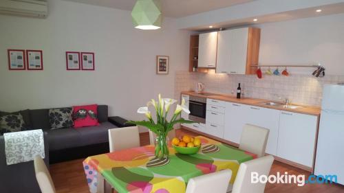 Cómodo apartamento en Trogir con terraza y wifi