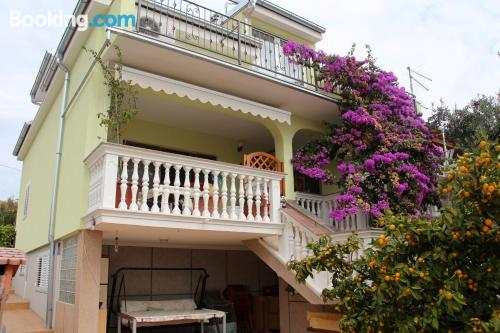 Apartamento de 74m2 en Vodice con aire acondicionado