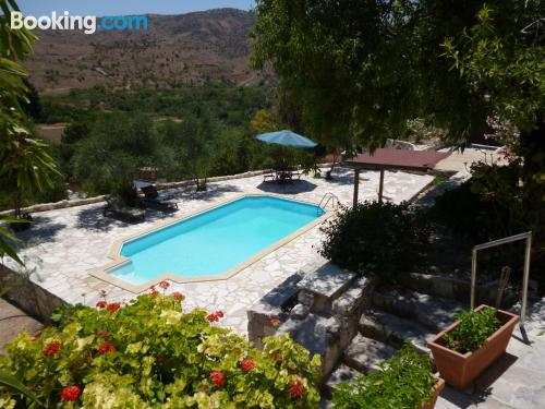 Pool and wifi apartment in Episkopi Pafou with heat