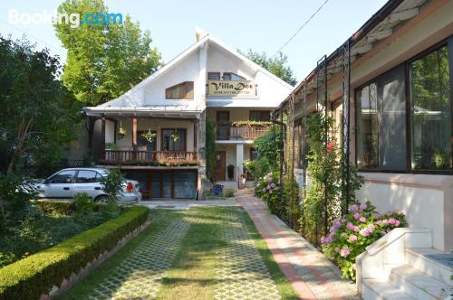 Práctico apartamento en Piatra Neamt con terraza