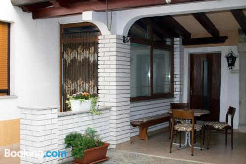 Apartamento en miniatura de dos dormitorios en Dekani