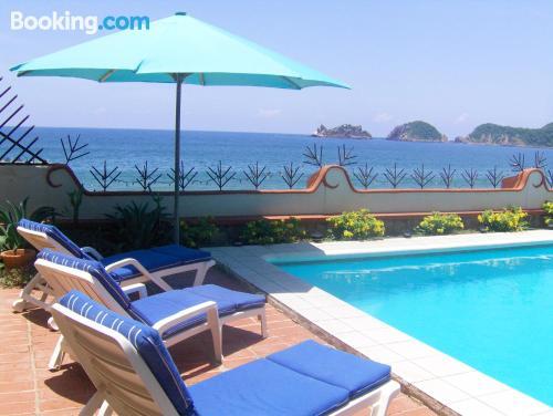 Apartamento con piscina, vistas y internet