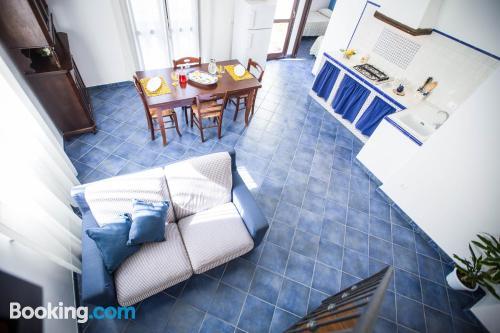 Espacioso apartamento de dos habitaciones con vistas y internet