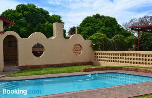 Stay cool: air place in Kimberley with swimming pool
