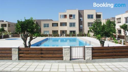 Apartamento con internet y piscina