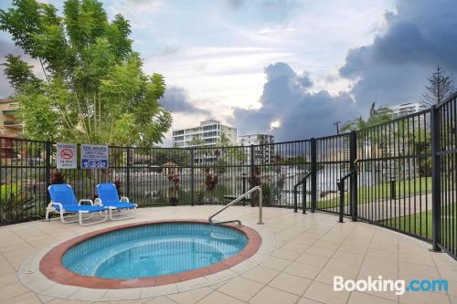 Apartamento con piscina ideal para cinco o más