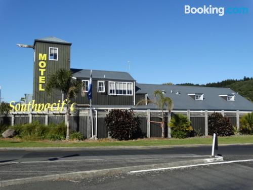 One bedroom apartment in Whangamata with heating and wifi
