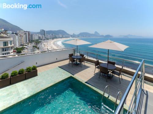 Apartamento con wifi, piscina y terraza