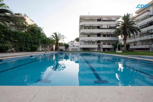 Comfy apartment in perfect location. Swimming pool!