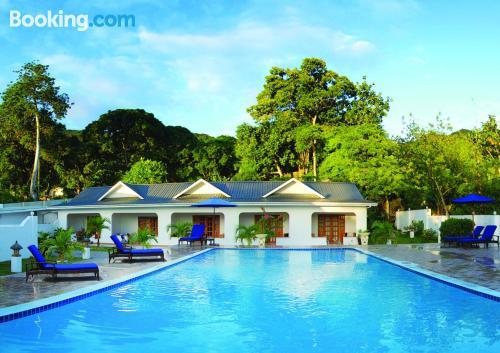 Práctico apartamento en Praslin con piscina