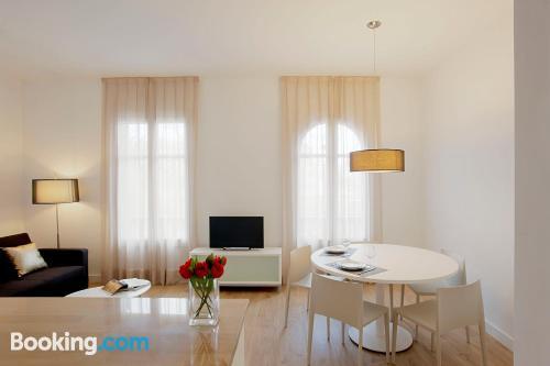 Convenient 1 bedroom apartment. Air!